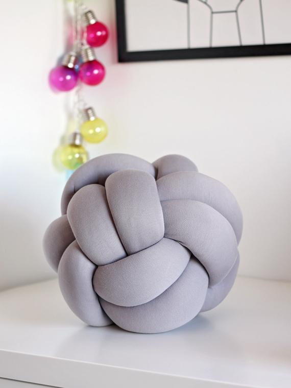 poduszka piłka knot pillow szara