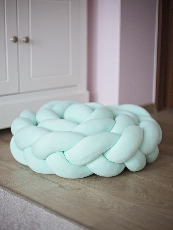 pufa_knot_pillow