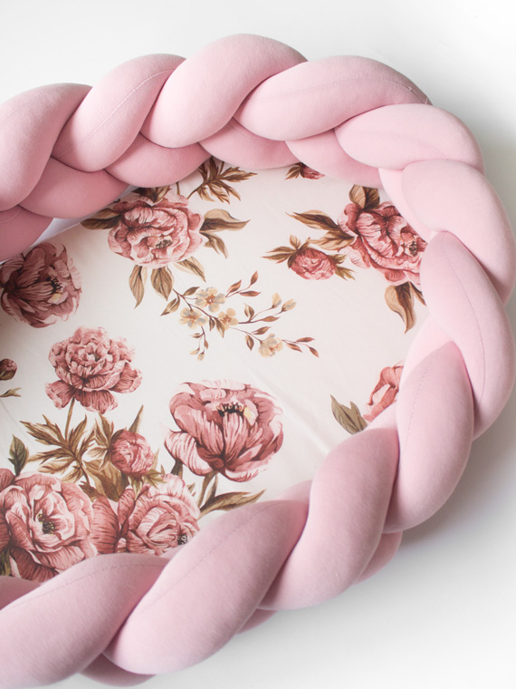 Kokon niemowlęcy pleciony 2w1 Vintage Peonies brudny róż