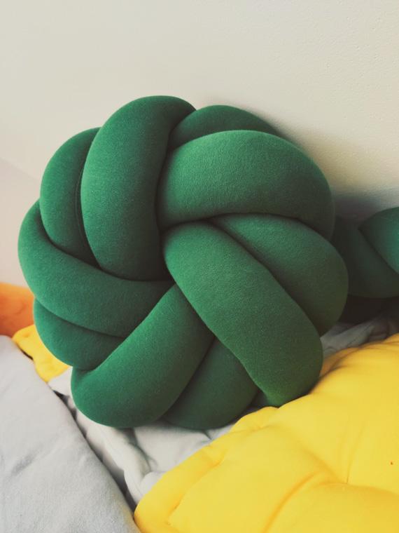 Poduszka Supeł - Knot Pillow - butelkowa rozeta
